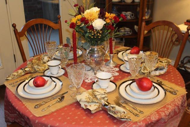Belle Bleu Interiors Thanksgiving Tablescpape Roundup 2