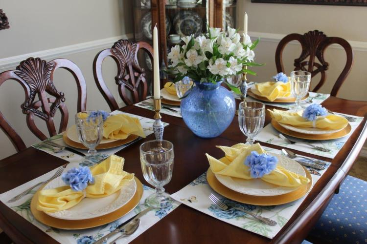Creating a Beautiful Easter Tablescape on a Budget