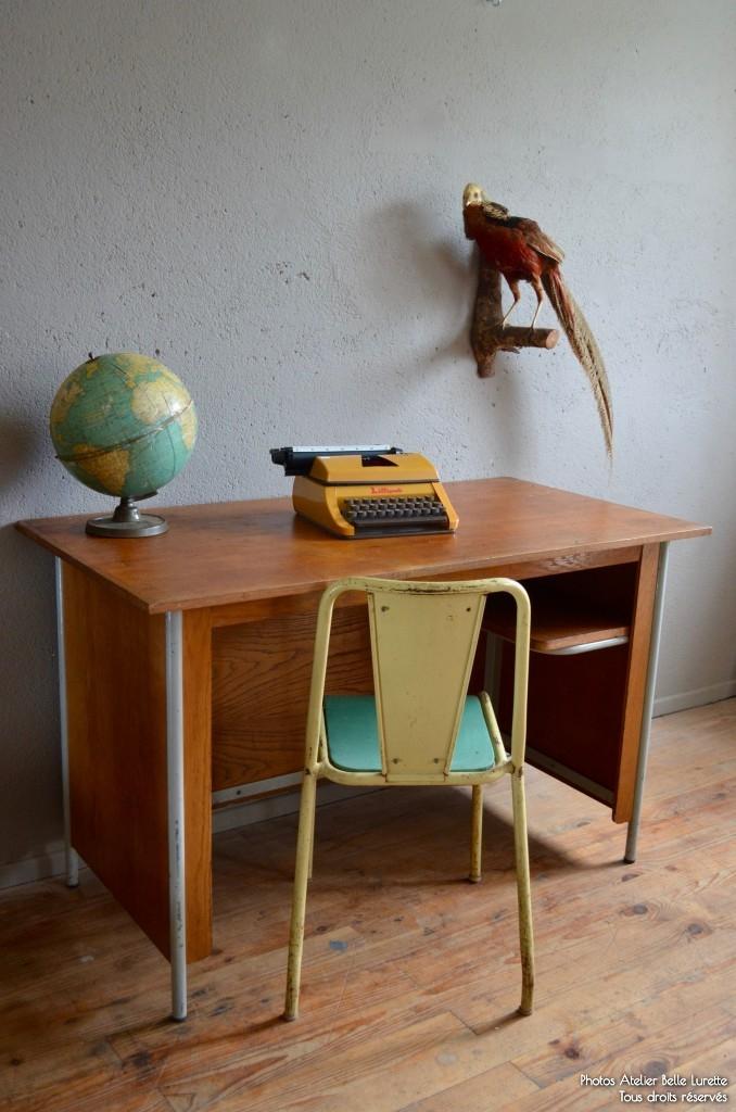 bureau de surveillant jean prouve 1950 design fonctionnalisme minimalisme le corbusier pierre jeanneret atelier french furniture
