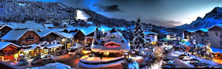 BelleVue appartement balkon met uitzicht op Les Carroz voor skivakantie met familie