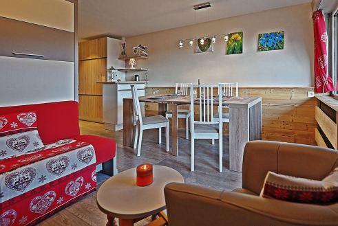 Gerenoveerd appartement - eetkamer