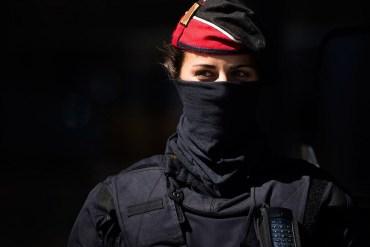 Une agentE de police abat quatre terroristes qui attaquaient une patrouille à #Cambrils