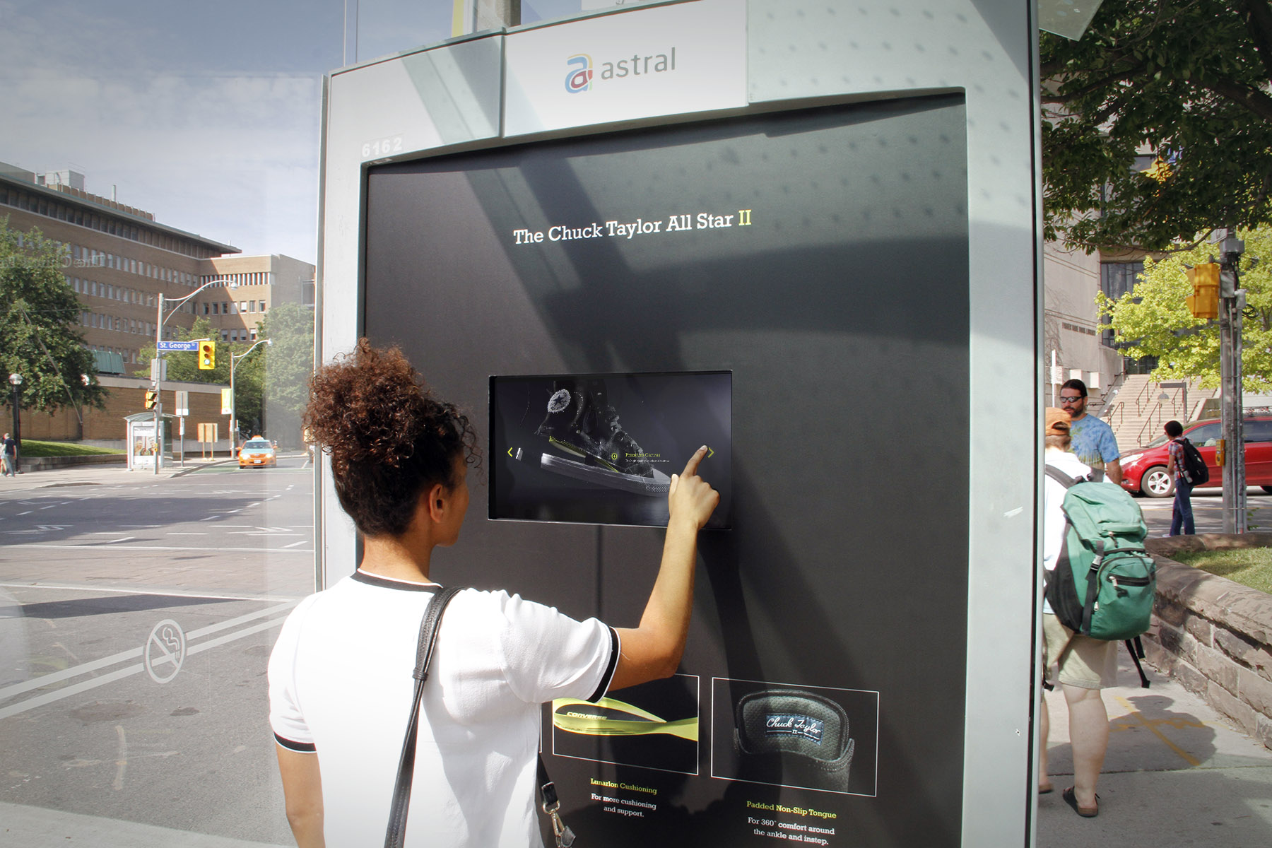 Astral Affichage Lance Abribus Interactif Toronto Bell