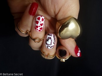 Nail Art Love is on the nails-4