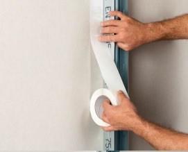 2) Incollare il nastro direttamente sul supporto esistente (muro o cartongesso)