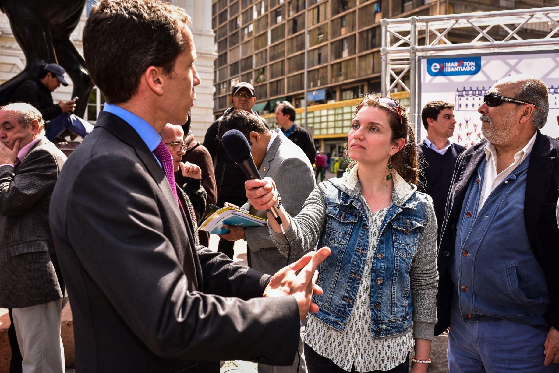 Marcia Lühr entrevista a Alcalde de Santiago