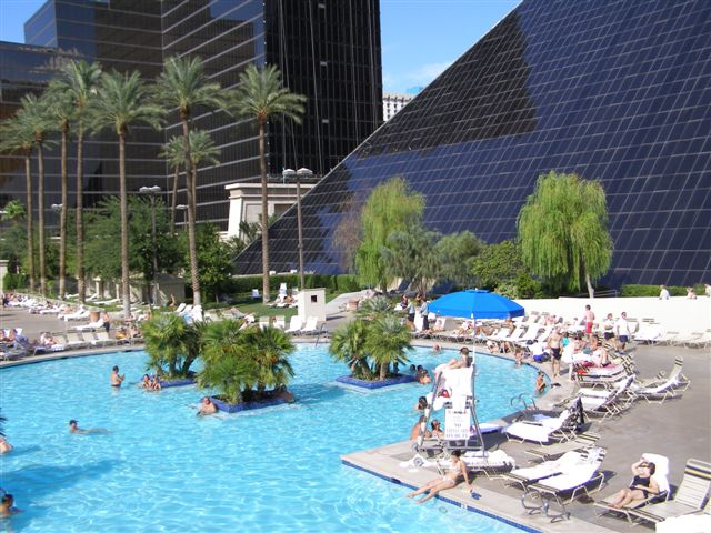 Las vegas travel tips including hotels shows weather - Luxor hotel las vegas swimming pool ...