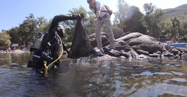 Photo of Voluntarios sacan 150 kilos de basura del fondo del Lago de Sanabria