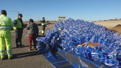 Photo of Vuelca un camión de botellas de agua cerca de Castrogonzalo