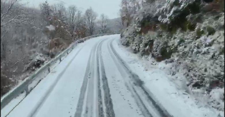 Photo of La nieve no se despega de las carreteras de la comarca de Sanabria