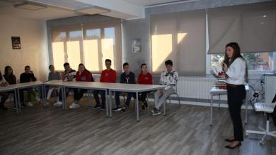 Photo of Luisa Villar ayuda a los alumnos de Los Sauces a conocer más sobre el suelo pélvico