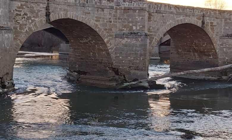 Photo of El Gobierno acomete las obras de emergencia para la reparación del puente de piedra de Castrogonzalo
