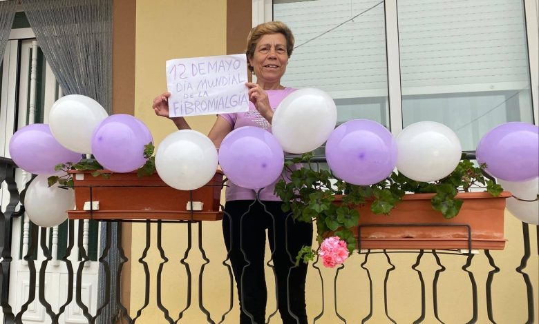 Photo of Decora tu balcón con globos por la Fibromialgia y «Haz visible lo invisible»
