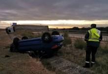 Photo of Cortada la A-6 a la altura de Villalpando al volcar un camión en un aparatoso accidente con cuatro heridos
