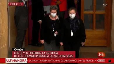 Photo of Los reyes reciben a la madre de Sara Bravo, primera médico fallecida del virus y descendiente de Santa Cristina de la Polvorosa
