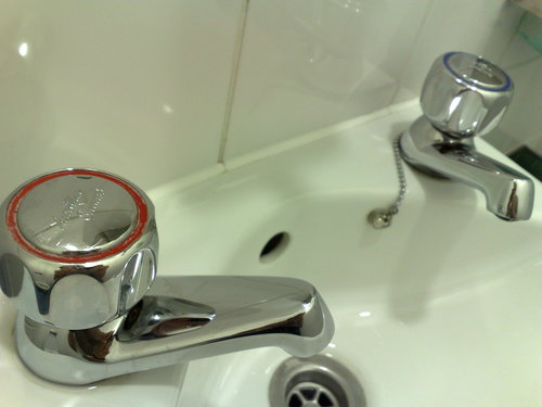 hot cold taps in britain - expat life in London