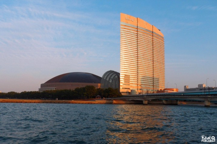 Hotel Hilton Fukuoka Seahawk et le Yafuoku Dome, Fukuoka