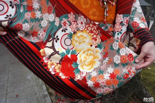 Motif de kimono d'automne avec des feuilles d'érables (momiji)