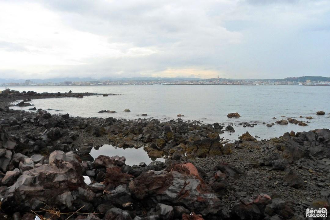 Lave refroidie et vue sur Kagoshima
