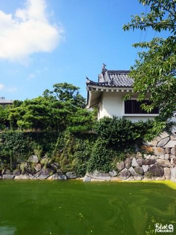 Une tourelle et des douves du château de Karatsu