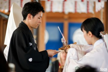 San san kudo pendant une cérémonie de mariage japonais, sanctuaire Kushida, Fukuoka