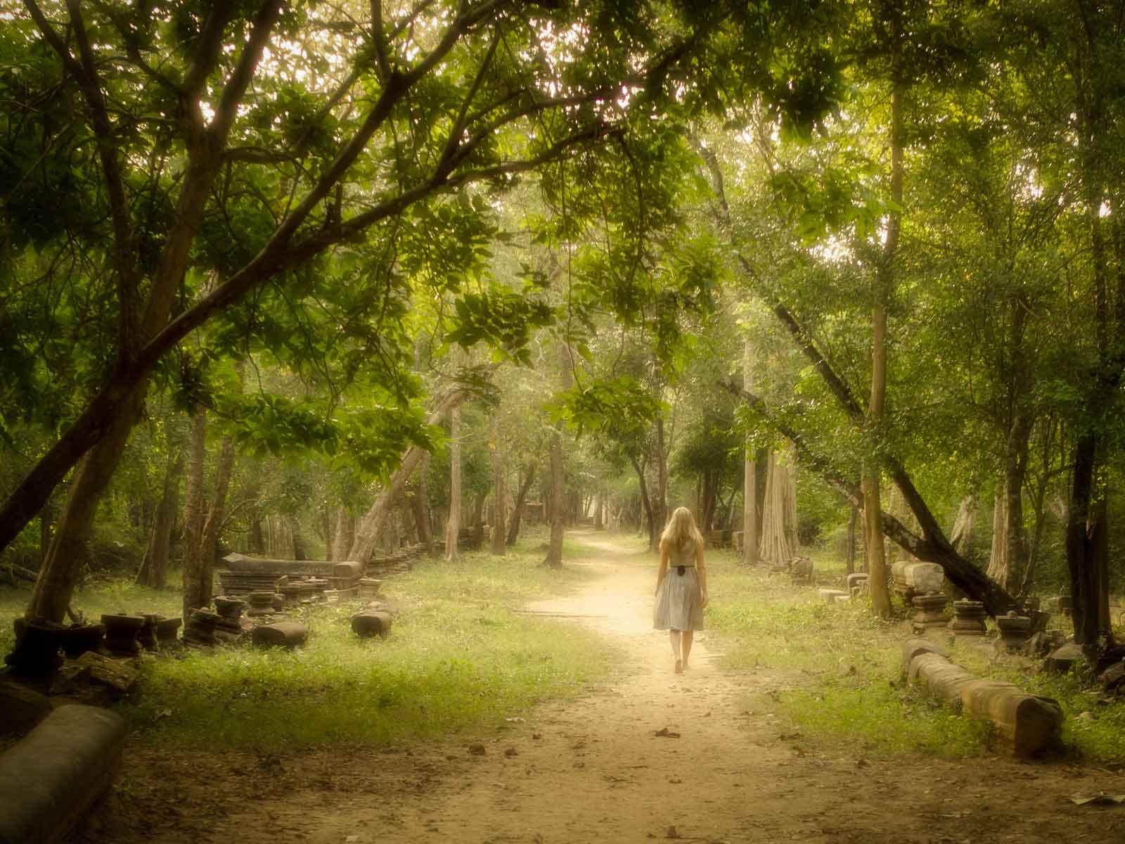 Risultati immagini per passeggiare meditando