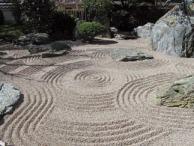 Nel giardino zen la meticolosa cura di ogni dettaglio rappresenta una forma di meditazione applicata