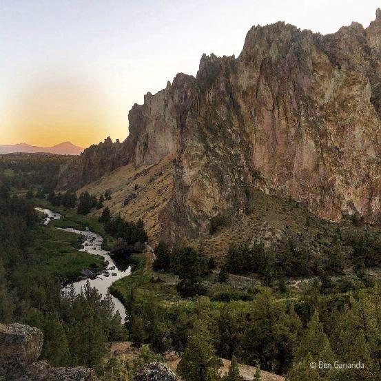 coucher de soleil et rochers de Smith Rock State Park Oregon, USA
