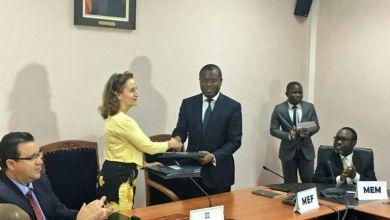 Photo of Romuald Wadagni et Katrina Sharkey signent des accords de financement du Programme Aqua-Vie pour l'accès à l'eau potable