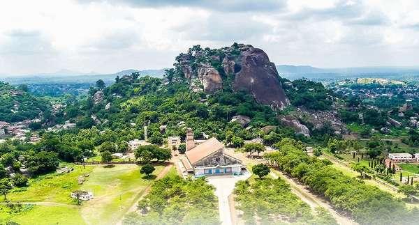 destination-benin-:-dassa-zoume,-pays-idaascha,-au-sommet-des-41-collines-de-la-cite-des-omondjagou.