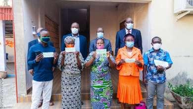 Photo of Assainissement Pluvial de la ville de Cotonou : Les personnes affectées par le programme reçoivent leurs chèques