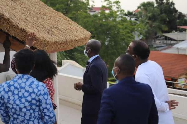 mise-en-oeuvre-de-la-politique-de-soutien-aux-vocations-et-talents-artistiques-:-le-ministre-abimbola-en-visite-au-siege-de-l'agence-galerie-nationale