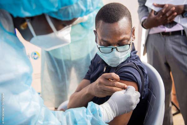 lutte-contre-la-pandemie-du-coronavirus-(covid-19)-:-la-campagne-nationale-de-vaccination-officiellement-lancee