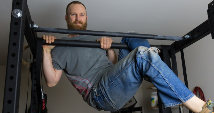 benjamyn smith doing modified pull up