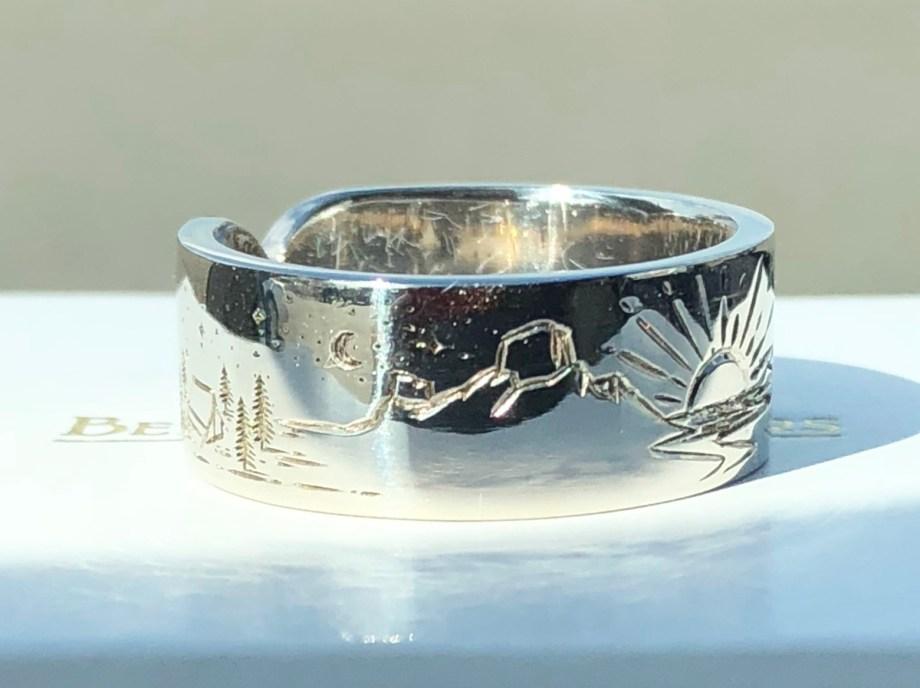 Mountain scene - Engraved - Ring