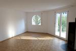 Wohnzimmer mit Zugang zum Sitzplatz