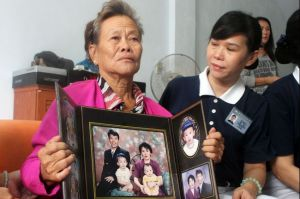 malaysia-airlines-passanger-relatives-march-10-2014