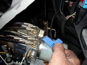 Roof Lock Actuator replacement to fix hydraulic fluid leak
