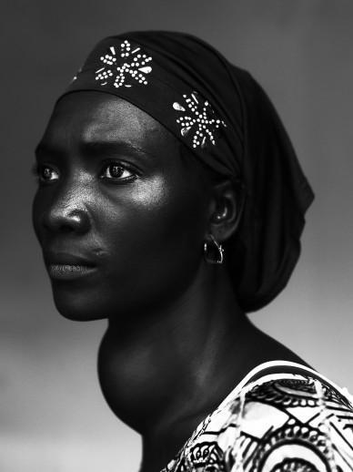 Stephan Vanfleteren PEOPLE OF MERCY Conakry gozzo tiroideo