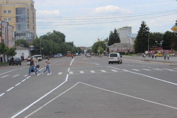 На вихідних у місті Бердичеві невідомі особи пошкодили автомобіль приватного підприємця
