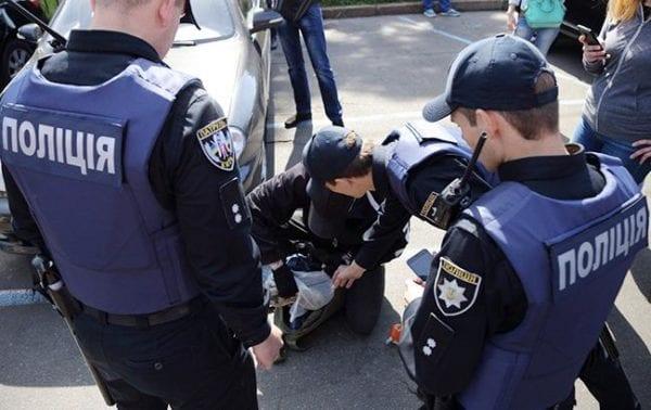 Полицейская арестовала бандита секс
