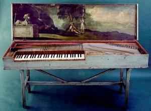 Claus Fastings vakkert dekorerte klavikord befinner seg i dag i de kulturhistoriske samlingene ved Bergen museum. Fotograf: Norvall Skreien.