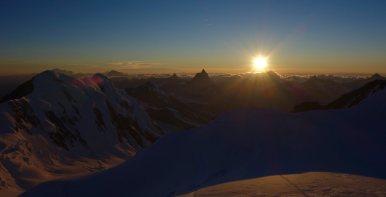 Sonnenuntergang von der Capanna Margherita Richtung Matterhorn