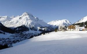 Lage Bergland Appartement im Winter - Ansicht von der Zufahrtsstrasse - mitten im Skigebiet, direkt an der Piste