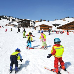 Schischulen in Lech am Arlberg | Bergland Appartement