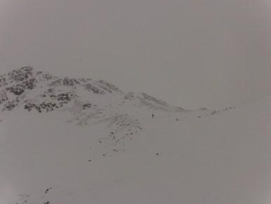 Abfahrt bei Schneefall und sehr schlechter Sicht