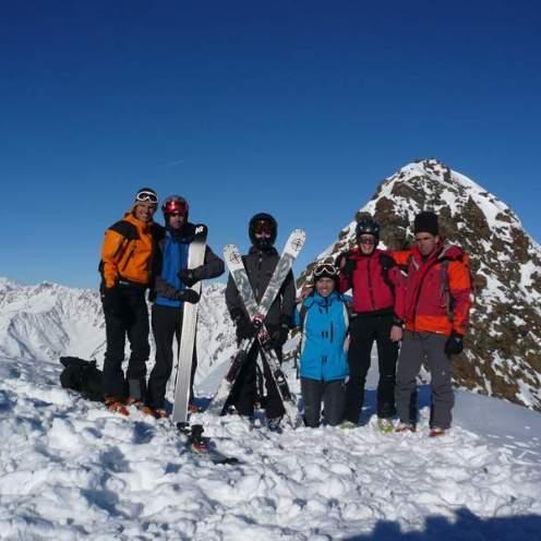 Gruppenfoto beim Skidepot