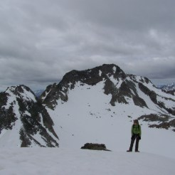 Schneefeld Muntpitschen, im Hintergrund Piz Sesvenna