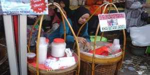 Pedagang Es Selendang Mayang di arena Pagelaran Lebaran Betawi dan Festival Budaya (Foto: Ade)