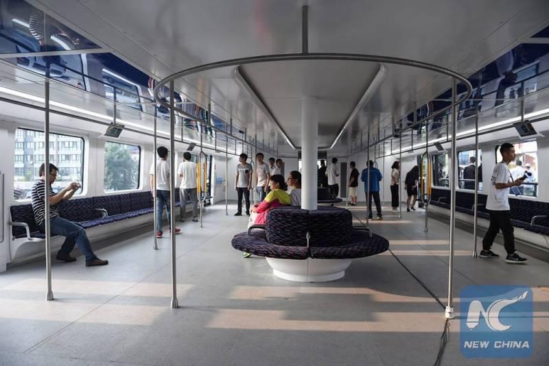 Kabin penumpang pada bus 'melayang' Cina